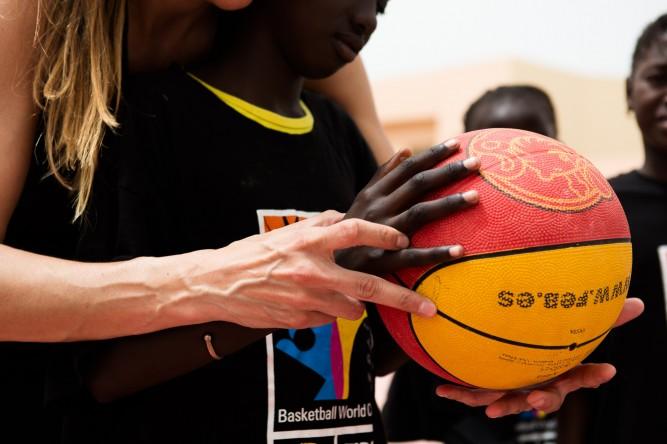 Escuela de baloncesto de la FEB en Dakar