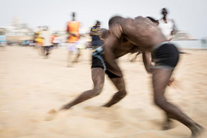Lucha senegalesa en las playas de Dakar